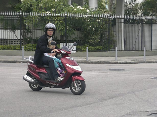 09 MHG moto felipebarcellos Garupa – qual idade mínima? Basta só a idade?