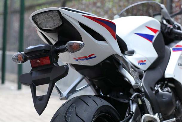 2012 honda cbr1000rr leak 1 Vídeo e fotos revelam a Honda CBR 1000 RR Fireblade 2012