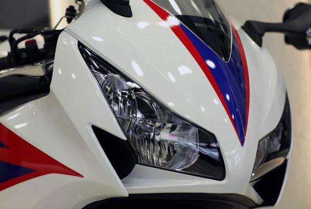 2012 honda cbr1000rr leak 11 Vídeo e fotos revelam a Honda CBR 1000 RR Fireblade 2012