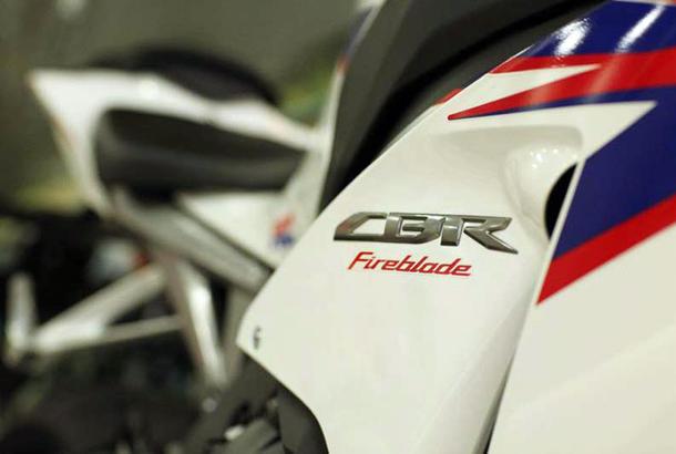 2012 honda cbr1000rr leak 13 Vídeo e fotos revelam a Honda CBR 1000 RR Fireblade 2012