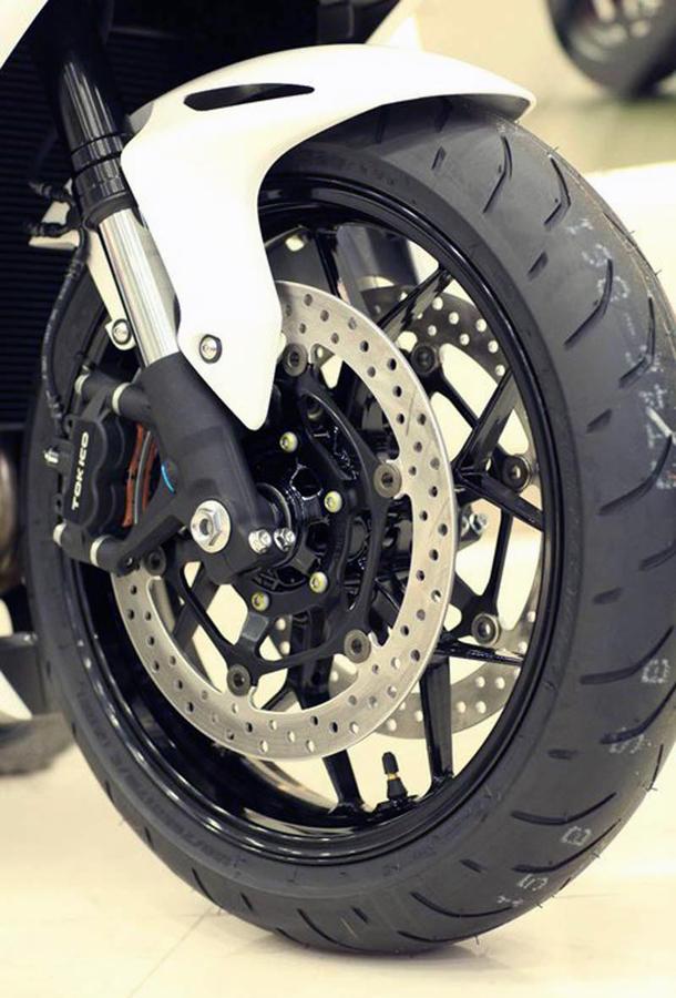 2012 honda cbr1000rr leak 14 Vídeo e fotos revelam a Honda CBR 1000 RR Fireblade 2012