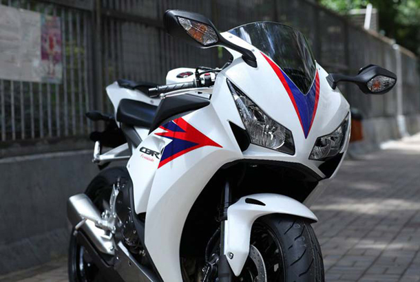 2012 honda cbr1000rr leak 16 Vídeo e fotos revelam a Honda CBR 1000 RR Fireblade 2012