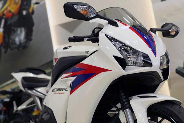 2012 honda cbr1000rr leak 19 Vídeo e fotos revelam a Honda CBR 1000 RR Fireblade 2012