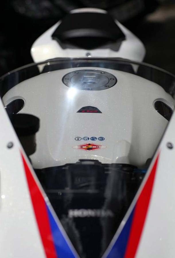 2012 honda cbr1000rr leak 2 Vídeo e fotos revelam a Honda CBR 1000 RR Fireblade 2012
