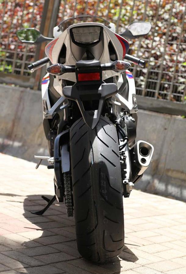 2012 honda cbr1000rr leak 20 Vídeo e fotos revelam a Honda CBR 1000 RR Fireblade 2012