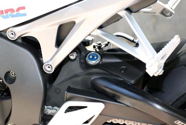 2012 honda cbr1000rr leak 22 Vídeo e fotos revelam a Honda CBR 1000 RR Fireblade 2012
