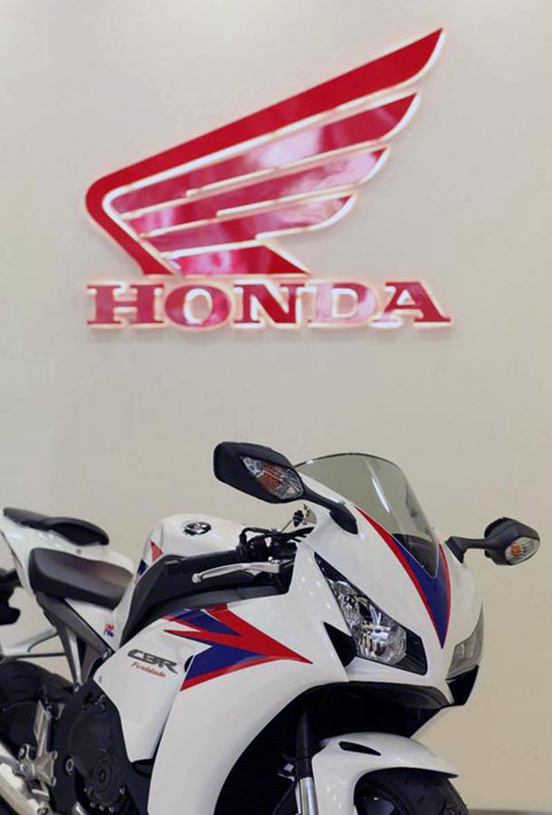 2012 honda cbr1000rr leak 23 Vídeo e fotos revelam a Honda CBR 1000 RR Fireblade 2012