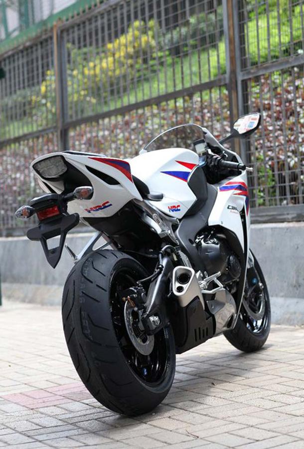 2012 honda cbr1000rr leak 24 Vídeo e fotos revelam a Honda CBR 1000 RR Fireblade 2012