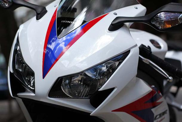 2012 honda cbr1000rr leak 25 Vídeo e fotos revelam a Honda CBR 1000 RR Fireblade 2012