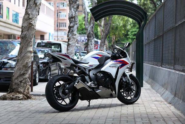 2012 honda cbr1000rr leak 26 Vídeo e fotos revelam a Honda CBR 1000 RR Fireblade 2012