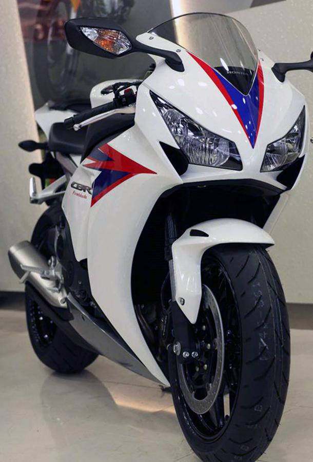 2012 honda cbr1000rr leak 27 Vídeo e fotos revelam a Honda CBR 1000 RR Fireblade 2012