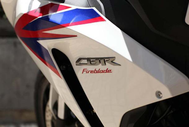 2012 honda cbr1000rr leak 3 Vídeo e fotos revelam a Honda CBR 1000 RR Fireblade 2012