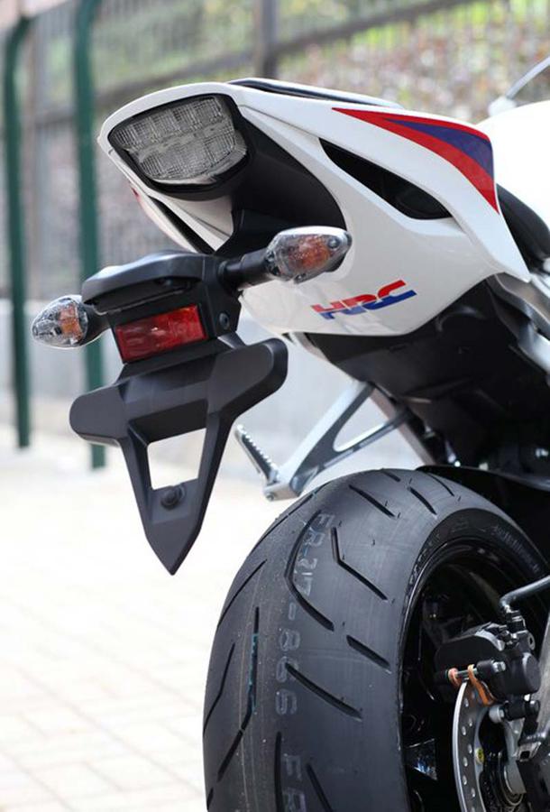2012 honda cbr1000rr leak 4 Vídeo e fotos revelam a Honda CBR 1000 RR Fireblade 2012