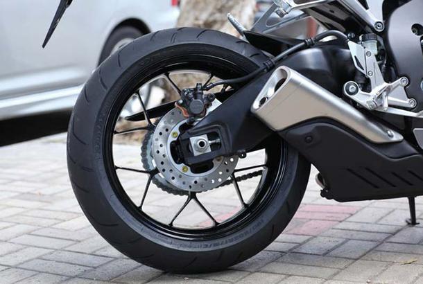 2012 honda cbr1000rr leak 5 Vídeo e fotos revelam a Honda CBR 1000 RR Fireblade 2012