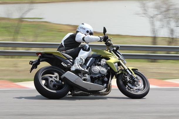 C45F4276 Impressões: Honda CB 1000R   A gigante se mexeu, e quer seu espaço na categoria