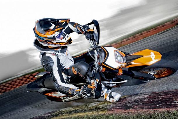 ktm apresenta a supermoto 690 smc r 2012 not cias sobre motos motovelocidade autos e. Black Bedroom Furniture Sets. Home Design Ideas